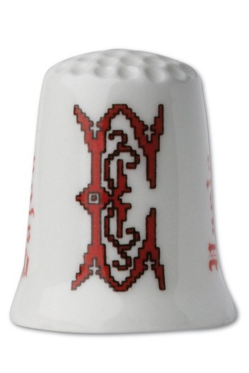 Collectors thimble imitating red crosstich Letter E