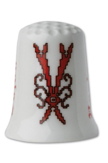 Collectors thimble imitating red crosstich Letter V