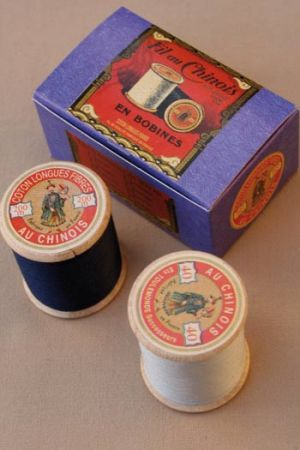 Egyptian sewing cotton thread two wooden spools mouse-navy blue