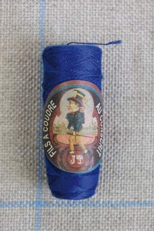 Polyester sewing thread Sajou cocoon colour 367 Royal blue