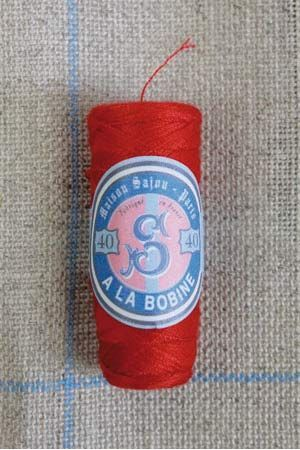 Polyester sewing thread Sajou cocoon colour 371 Red