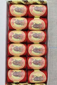12 Calais Cocoons box colour lace thread 6534 - Red