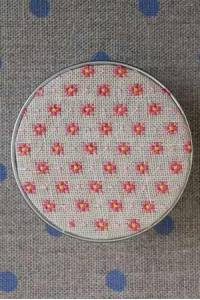 Cross stitch kit Mignonnette motif pink round box