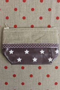 Small plastic canvas pouch band to embroider taupe/white stars
