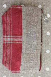 Pouch in checkered red and natural linen band to embroider