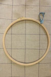 Wooden embroidery hoop - Size 22 cm