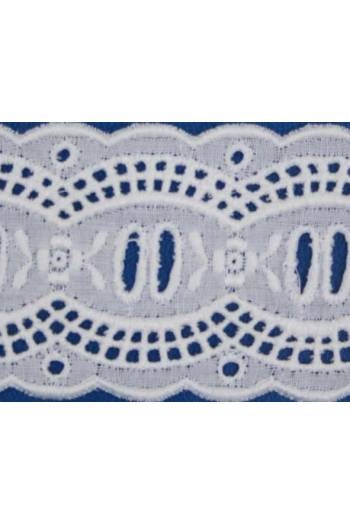 Broderie anglaise card model n°10