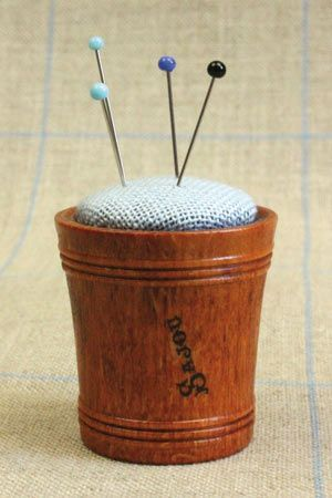 Hornbeam wooden pin cushion - Blue linen