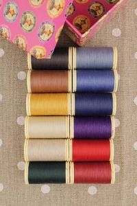 Box of 12 spools Assortment 1- dark tones Patchwork thread