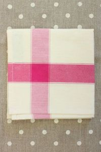 Tea towel to embroider with 6.5 Aida Ecru/Fuchsia