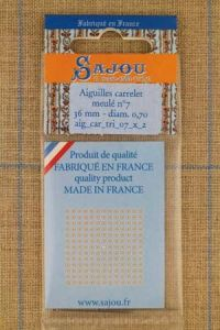 Two Sajou needles with triangular point n°7 for leather work, length 36mm, diametre 0.7mm.