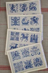 Red Sajou album n°906 : Middle Age style motifs in cross stitch