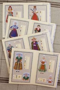 Red Sajou album n°914 : French traditional costumes