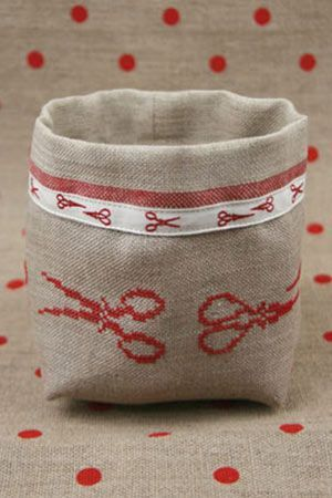 Cross stitch embroidery kit - Red scissors linen pot