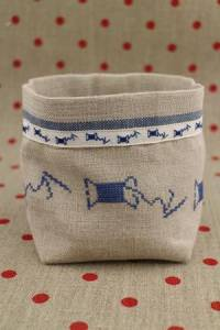 Cross stitch embroidery kit - Blue spools linen pot