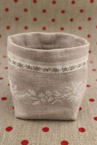 Cross stitch embroidery kit - Ecru floret linen pot