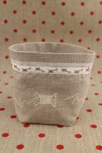Cross stitch embroidery kit - ecru spools linen pot