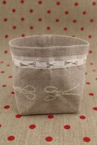 Cross stitch embroidery kit - Ecru scissors linen pot