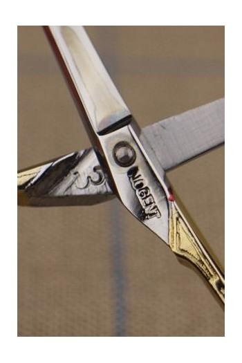 Pairing mark on the bottom blade, here the number 3 and Sajou marking