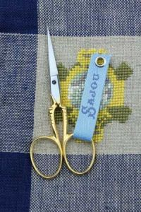 Gilded embroidery scissors Is model
