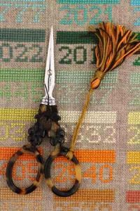 "Tortoiseshell style embroidery scissors - ""Flower motif"""