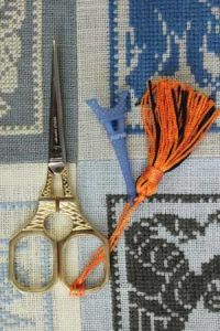 Gilded Eiffel Tower embroidery scissors with blue charm