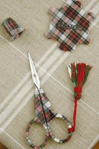 Buy together: Sajou tartan scissors thread winder and thimble