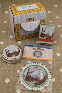 Buy together: Cat and dog sewing pins and cocoons in a Sajou gift box