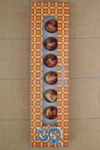 Sajou gift box - six Traditional Costumes  buttons