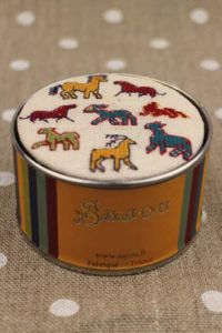 Sajou cross stitch kit Small animals from the Bayeux embroidery