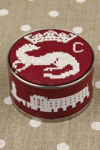 Box to embroider in cross-stitch Claude of France cherry Tonkin