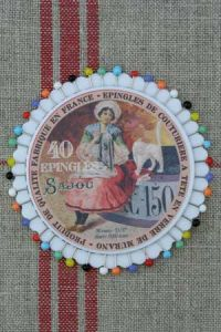Rosette 40 glass headed pins - Sajou - Lady embroidering