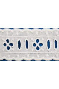 Broderie anglaise card model n°08