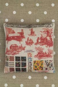 Toile de Jouy pattern small cushion sewing kit