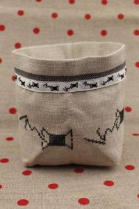 Cross stitch embroidery kit - black spools linen pot