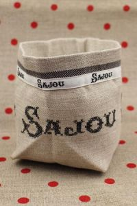 Cross stitch embroidery kit - Black Sajou linen pot
