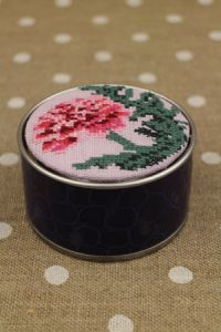 Sajou cross stitch kit Carnation motif round box
