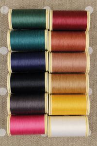Box of 12 spools Gloving thread – Assortment 1 – dark tones