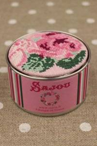 Sajou cross stitch kit Rose motif round box to embroider on pink linen