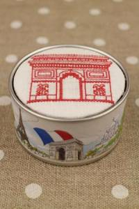 Sajou Cross stitch kit box to embroider Arc de Triomphe off white