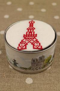 Sajou Cross stitch kit box to embroider Eiffel Tower off white