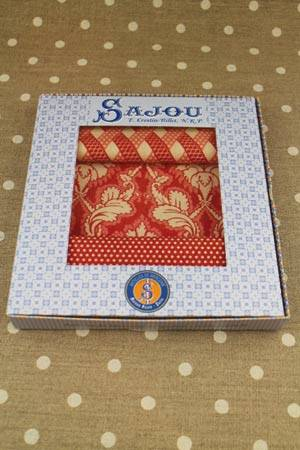 Fabric gift box 3 swatches Damas red