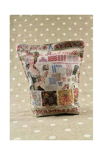 Front of Sajou Marie-Antoinette small linen pouch old rose lining