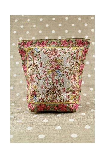 Front of Sajou Queen's Bedroom small linen pouch old rose lining