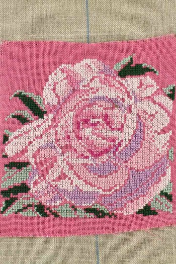 Embroidered rose from the Floral Park in Apremont-sur-Allier