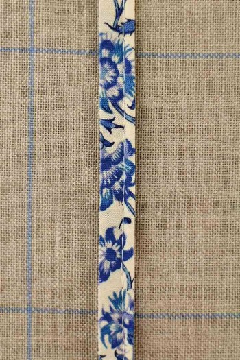 2mm cord cotton piping with Sajou Indienne n°61 on ecru base