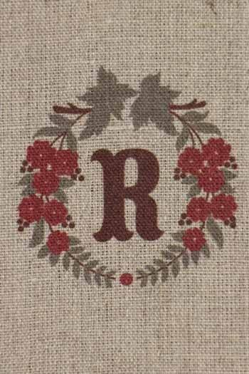 Sajou letter R crown of flowers traditional embroidery print