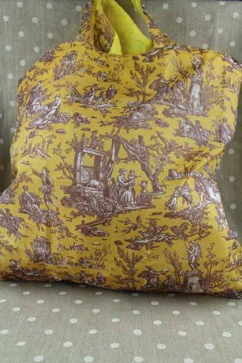 Sajou folding shopping bag Jouy Offrande à l'Amour yellow base