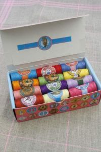 Box 24 Sajou cocoons Modern Assortment Polyester thread