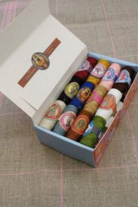 Box 24 Sajou cocoons Classic assortment Polyester thread